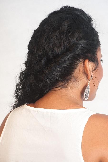 Penteado com os fios mais soltos Passo 3